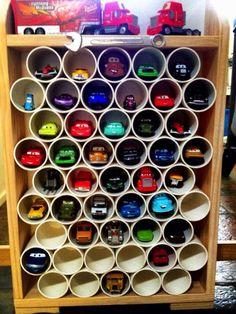 Podemos fazer com canos em PVC: sapateiras, hortas verticais, floreiras, bares, estantes, mesinhas, porta taças, adegas, varais, escorredor ...