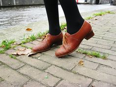 Outfit | Feeling French & Vintage | Brown vintage brogues from Budapest | More on www.redsonjafashion.com