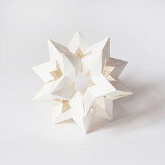 Interesting & Modern Use of Paper Art AKA Origami - Origami Paper Art, 3d Paper, Paper Crafts, Noel Christmas, Christmas Crafts, Crafts To Make, Arts And Crafts, Decor Crafts, Diy Crafts