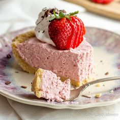 A fabulous easy-to-make, no-bake, Low Carb Strawberry Cream Pie full of fresh strawberry flavor! It's perfect for any gluten-free, ketogenic diet.