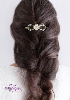 Gorgeous pearly white dogwood flower flexi hair clip in a bohemian braid. Wouldn't this make a great wedding hairstyle?!