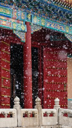 """cctvnews: """"Beijing got its first snow of the season today, and social media is abuzz with photos from this morning's snowfall. In this photo posted in The Palace Museum's official Weibo account, the..."""