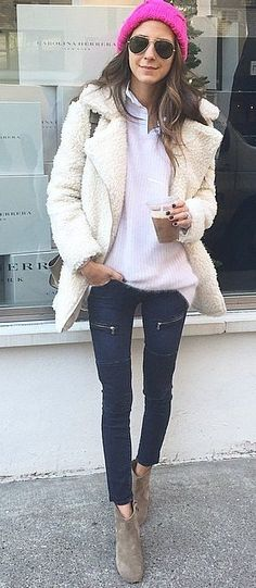 I'm sorry but no ones legs are naturally this fricking skinny. Photoshop much?