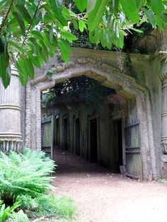 highgate cemetery london, west side, egyptian avenue