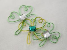 How to make wired shamrocks