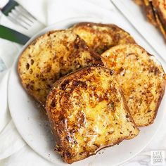 Get everyone into the holiday spirit with Eggnog French Toast! Seasonal flavors put a festive twist on classic french toast for a simple yet decadent holiday breakfast. Healthy Breakfast Options, Best Breakfast Recipes, Quick And Easy Breakfast, Brunch Recipes, Ww Recipes, Breakfast Ideas, Bread Recipes, Oven French Toast, Waffles