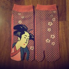 NEW Japanese Print Ankle Socks New pair of socks with japanese art print. The big toe is separated from the other toes. Ankle socks. Never worn. Accessories Hosiery & Socks