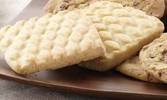 Buttery Shortbread Cookies~ Panera Bread Copy Cat Recipe~ These cookies were alright. They seemed like a pretty basic shortbread cookie, not much like Panera's though. I need to repeat with cake flour Panera Shortbread Cookie Recipe, Butter Shortbread Cookies, Buttery Cookies, Shortbread Recipes, Yummy Cookies, Panera Holiday Bread Recipe, Cream Cookies, Cake Cookies, Panera Bread