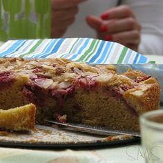 Strawberry cake ♥ Check it out on #smartmamastyle blog! ♥ { Link in my bio }