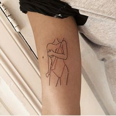 Awesome tiny tattoos ideas are offered on our web pages. Take a look and you wont be sorry you did. 1000 Tattoos, Side Tattoos, Body Art Tattoos, Small Tattoos, Cool Tattoos, Woman Body Tattoo, Creative Tattoos, Tatoos, Piercings