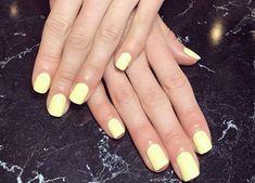 light yellow nail po