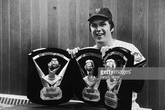 Portrait of American baseball player Tom Seaver, wearing a New York Mets uniform, smiling while posing with the Cy Young Awards he won for the 1969 and 1975 seasons as the National League's most. Get premium, high resolution news photos at Getty Images Ny Mets, New York Mets, Mlb Players, Baseball Players, Cy Young Award, Lets Go Mets, Baseball Star, Mlb Teams, National League