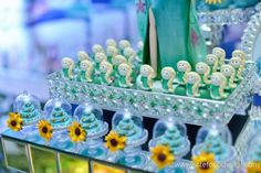 Olha que perfeição esta Festa Frozen Fever!!Venha se apaixonar e se inspirar.Imagens Luciana Serafim.Lindas ideias e muita inspiração.Uma semana maravilhosa para todo mundo.Bjs, Fabíola Teles....