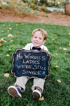 Lovely Photos Of Ring Bearer ★ ring bearer boy with sign fernandaritephotography Wedding Book, Wedding Signs, Dream Wedding, Wedding Bride, Rustic Wedding, Wedding Photography Poses, Wedding Poses, Wedding Ideas, Wedding Pictures