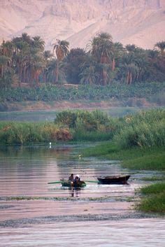 Sur le Nil, entre Luxor et Edfu, Égypte.