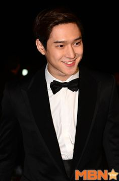 Go Kyung Pyo at the 2013 Blue Dragon Film Awards » Dramabeans