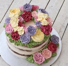 Flower cake Thanksgiving Activities For Kids, Buttercream Flower Cake, Cake Designs, Frosting, Cake Decorating, Cupcakes, Blooming Flowers, Desserts, Decoration
