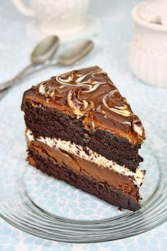 Tuxedo cake, Costco style, with 2 layers of chocolate ganache cream. The best chocolate cake I've ever had! (In Romanian and English)(Best Chocolate Ganache) Best Chocolate Cake, Chocolate Desserts, Chocolate Ganache, Costco Chocolate Cake, White Chocolate, English Chocolate, Sweet Recipes, Cake Recipes, Puddings
