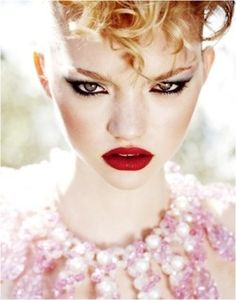 Just a Pretty Makeup: White skin, deep red lips and cat eye on Gemma Ward