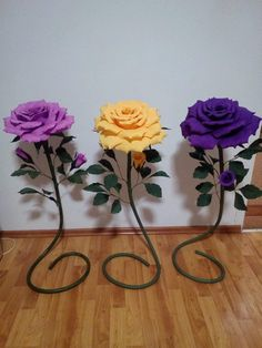Large paper flowers for the photo zone. Giant flowers for wedding decoration. Paper Flowers Craft, Large Paper Flowers, Crepe Paper Flowers, Giant Paper Flowers, Big Flowers, Paper Roses, Felt Flowers, Flower Crafts, Crochet Flowers