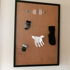 #singlebörse #foreveralone #socken #waschmaschinenzerstörenbeziehungen #Ikea #Ribba  Singlebörse für Socken aus IKEA Rahmen RIBBA