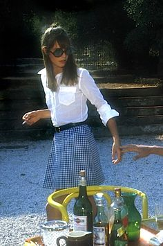 "Jane Birkin in ""La Piscine,"" Great glasses and white shirt. Birkin bag named after her. Estilo Jane Birkin, Jane Birkin Style, Gainsbourg Birkin, Serge Gainsbourg, Style Année 60, Style Icons, 1960s Style, Stage Outfit, Estilo Hippie"