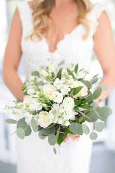 Organic ivory and eucalyptus wedding bouquet: Photography: Amalie Orrange Photography - amalieorrangephotography.com   Read More on SMP: http://www.stylemepretty.com/2017/02/28/we-should-all-follow-this-brides-simple-wedding-planning-advice/