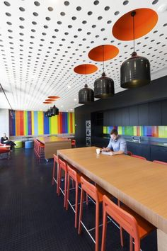 Inside ACMA's Melbourne Offices / peckvonhartel – Office Snapshots – Modern Corporate Office Design Cool Office Space, Office Space Design, Workplace Design, Office Interior Design, Office Designs, Desk Space, Office Spaces, Small Office, Corporate Interiors