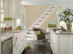 Benjamin Moore Paint Colors: Clay beige OC-11 #ClayBeige #OC11 #BenjaminMoore #PaintColor