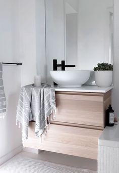 Scandinavian Minimalist Bathroom: A Minimalist, Scandinavian-style House In Minimalist Scandinavian, Scandinavian Bedroom, Scandinavian Interior Design, Minimalist Home Decor, Minimalist Bathroom, Scandinavian Style, Minimalist House, Interior Minimalista, Design Moderne