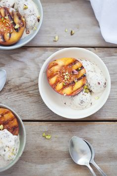 (peaches) Grilled Peaches with Honey Almond Yogourt | Henry Happened
