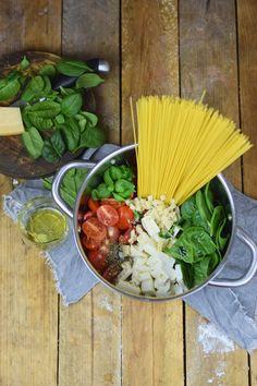 One Pot Pasta - Pasta mit Basilikum, Tomate und Spinat - One Pot Tomato Spinach Basil Pasta