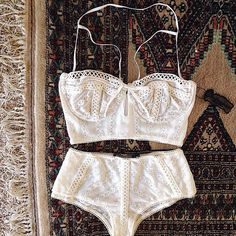 Sweet Dreams ☁️☁️ #LillyBustierBra #LillyCheekyBrief #ForLoveandLemons #DownToYourSKIVVIES