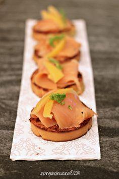 #Xmasmenu: Grilled Panettone Toasts with Smoked Salmon and Preserved Lemons - #Natale :: Crostini di Panettone con salmone affumicato e limoni confit