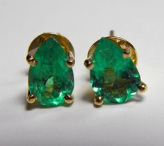 1.82ct NATURAL-COLOR PEAR COLOMBIAN EMERALD STUD EARRINGS 18K GOLD