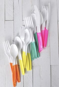 Painted Plastic Flatware Painted Plastic Flatware perfect for your next party! Painted Plastic Flatware perfect for your next party! Taco Party, Bbq Party, Diy Party Dekoration, Hawaian Party, Mexican Fiesta Party, Fiesta Party Foods, Fiesta Theme Party, Painting Plastic, Paint For Plastic
