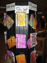 kaartenmaakhoek, kaartenwinkel; Leuk om in de lagere groepen het lezen, schrijven, motoriek en creativiteit te ontwikkelen