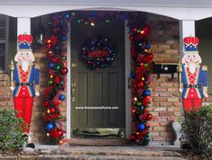 Although this is a Christmas porch idea, it's a twofer. This is a pretty patriotic idea with the red and blue soldier uniforms. Christmas Wood Crafts, Christmas Porch, Noel Christmas, Outdoor Christmas Decorations, Homemade Christmas, Christmas Wreaths, Christmas Ideas, Xmas, Christmas Things