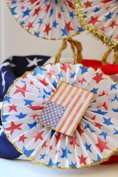 Make these Patriotic Wheels with FREE graphics - get your 7 day trial subscription & get crafting! Click here: https://ooh.li/3caf339