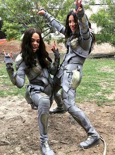 Tessa Thompson and stunt double Tara Macken on the set of 'Thor: Ragnarok'
