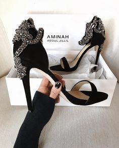 Insta Roundup - Border Tutorial and Ideas Fancy Shoes, Cute Shoes, Me Too Shoes, Crazy Shoes, Prom Shoes, Wedding Shoes, Dress Shoes, Shoe Boots, Shoes Sandals