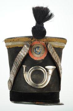 SHAKO D'OFFICIER SUBALTERNE DE CHASSEUR DE LA GARDE NATIONALE, TYPE 1830, MONARCHIE DE JUILLET.