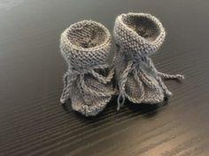 Monsterbukser – LegMedGarn.dk Knit Baby Booties, Knitted Baby, Baby Knitting Patterns, Baby Shoes, Kids, Image, Fashion, Pink, Bebe
