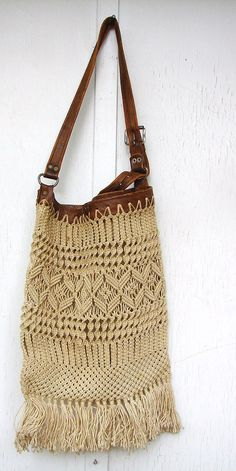 Hippie Boho Macrame Bag Tote with Leather handle and top edge - I can just about see how to do this... :)