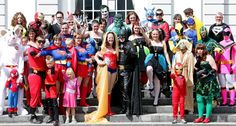 Everybody dressed up as super heroes for the (non) tradionnal group picture !