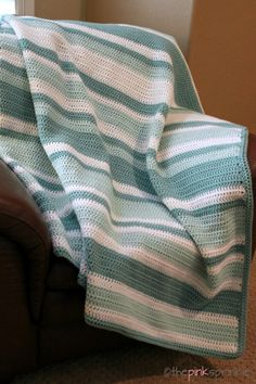 An easy beginner crochet afghan. Made with all double crochet stitches. Link to the random stripe generator to create unique striped patterns.
