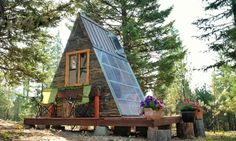 he couple built the 80-foot cabin by themselves in only three weeks.