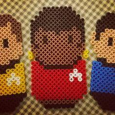 Pärlplatte-Star Trek, U: Nyota Upenda Uhura, kommunikationsofficer på USS Enterprise NCC-1701. En karaktär med skinn på näsan! Skådespelaren Nichelle Nicols funderade på att hoppa av Star Trek efter bara en säsong men blev övertalad av Martin Luther King att stanna kvar, som något så ovanligt som en kvinnlig svart huvudkaraktär i en amerikansk tv-serie på 60-talet. #pärlplatta #startrek #uhura #nichellenichols