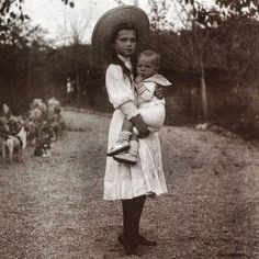 "imperial-russia: "" Motherly Grand Duchess Maria Nikolaevna with a toddler, Sevastopol 1909 "" ГА РФ ф. 1 д. 231 л. Rare Photos, Vintage Photographs, Old Photos, Vintage Photos, Anastasia, Romanov Sisters, Grand Duchess Olga, House Of Romanov, Alexandra Feodorovna"