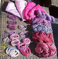 Cochenille on Silk Cocehnille Färbungen auf Seidentücher und Seidenstickgarn gefunden auf www.facebook.com/maedum
